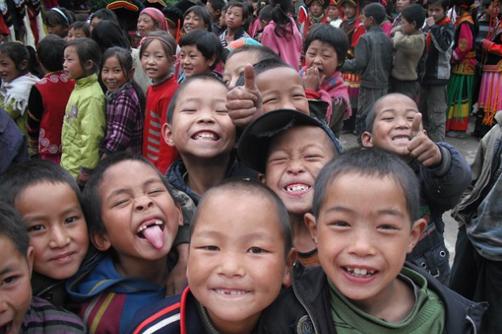 title='<span>世界上再没什么比孩子的笑脸更动人</span>'